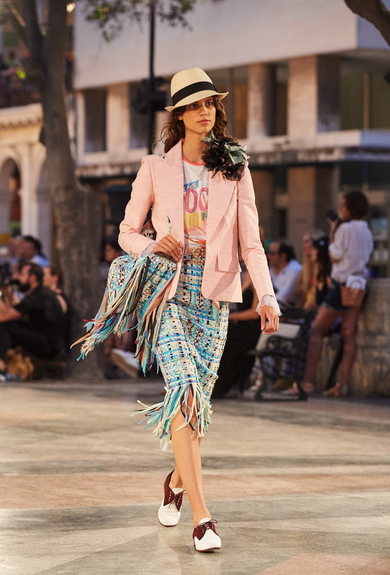 Chanel Cruise 2016-17 collection - Show pictures by Olivier Saillant