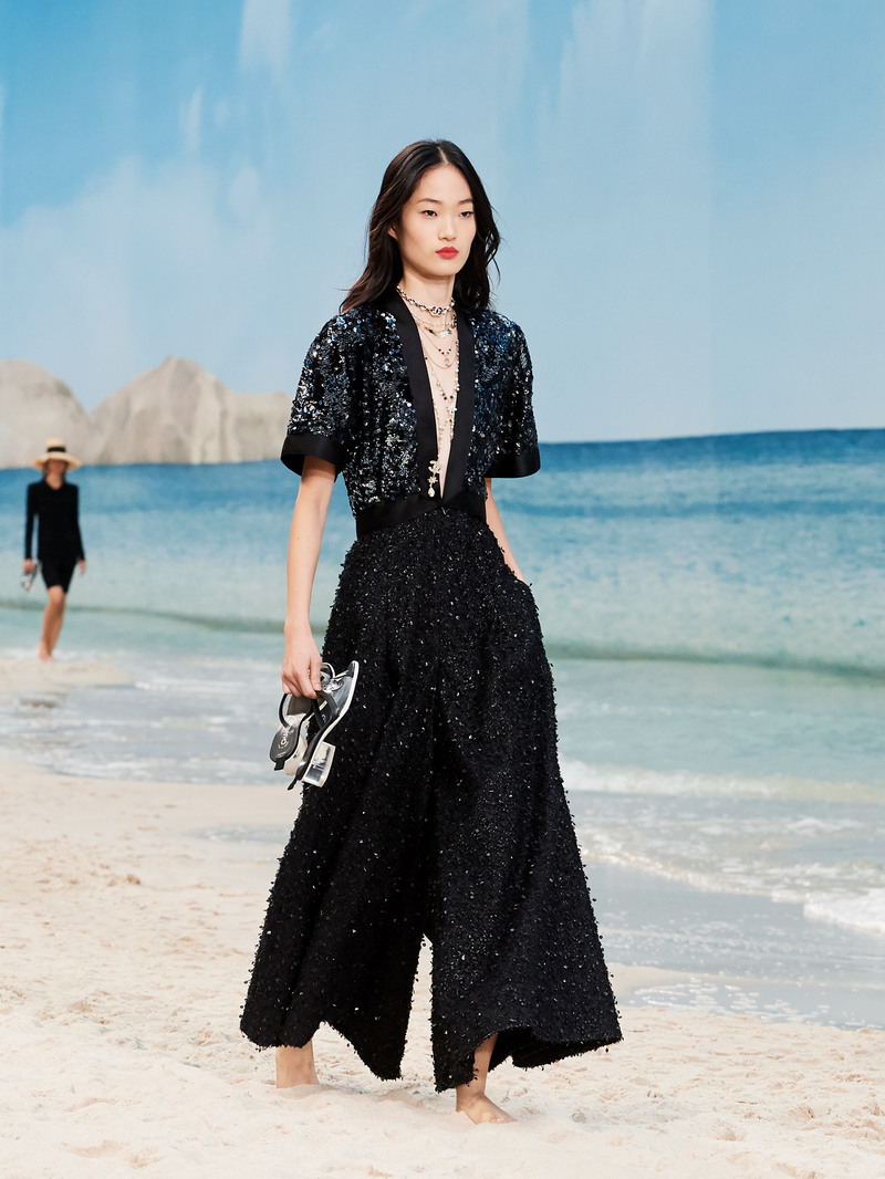 40bf21e95aee CHANEL SPRING-SUMMER 2019 READY-TO-WEAR COLLECTION - ADVERSUS