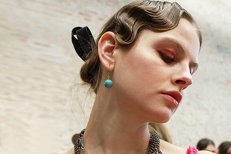 Finger waves with a modern twist, Les Copains SS2018, hair: Peter Gray, ph. Mauro Pilotto