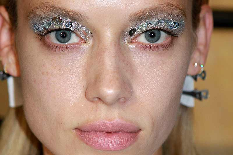 Glitter eye make-up