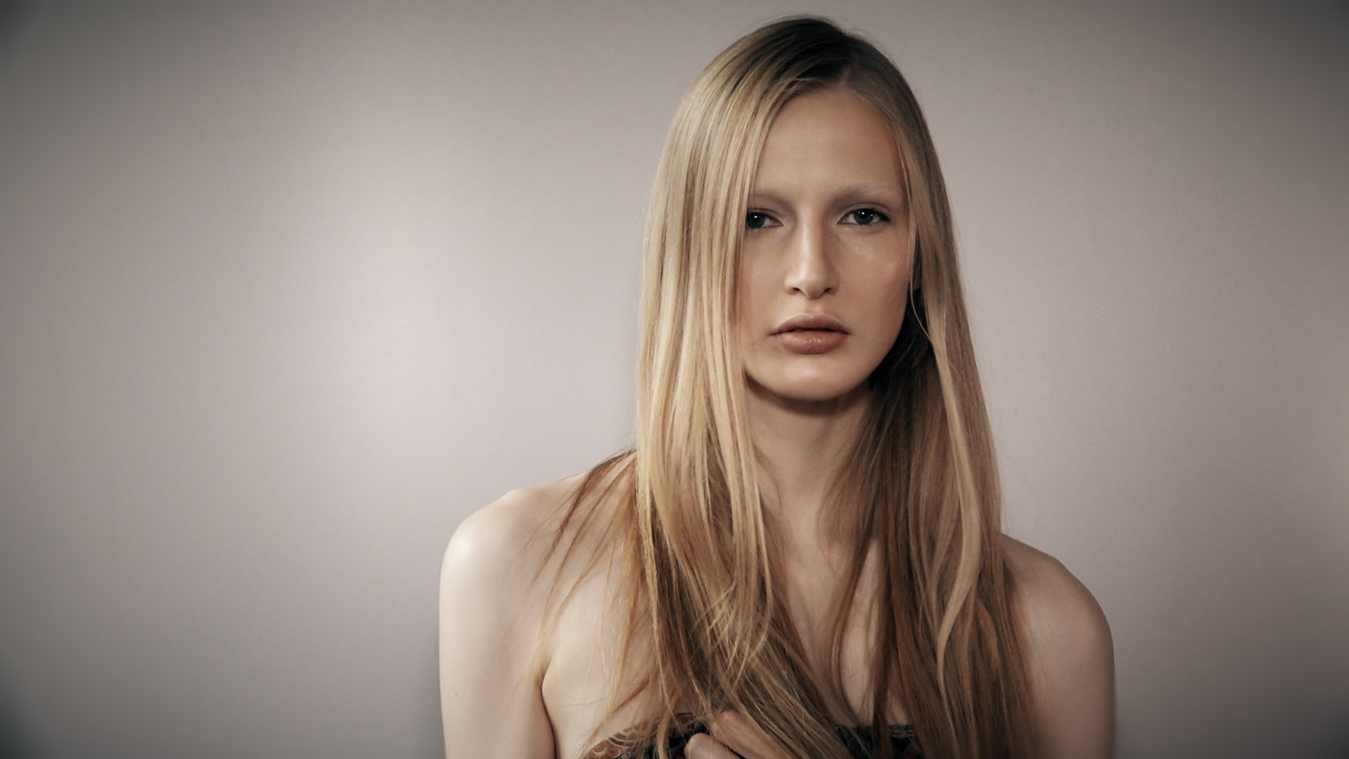 Leah Rodl. A beautiful model steals the show backstage at Etro