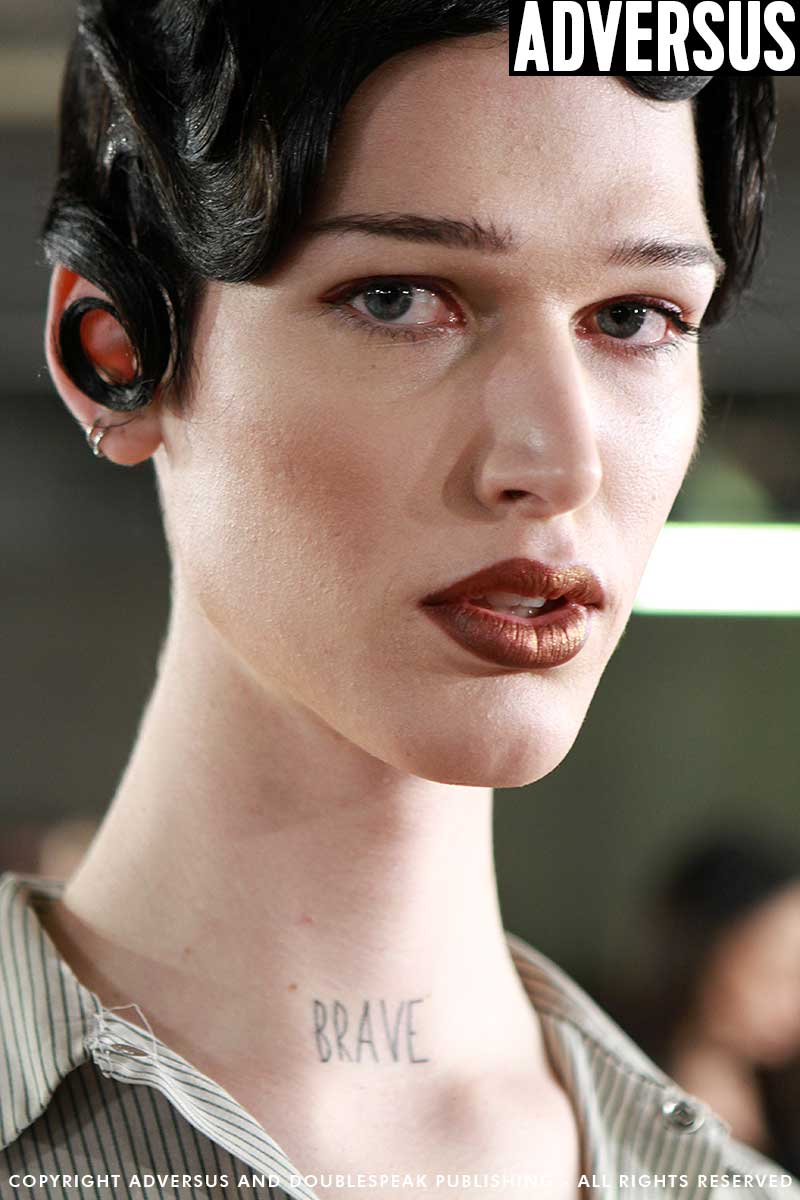 Sexy and strong makeup looks (for men and for women) with Kabuki for the Moschino Show