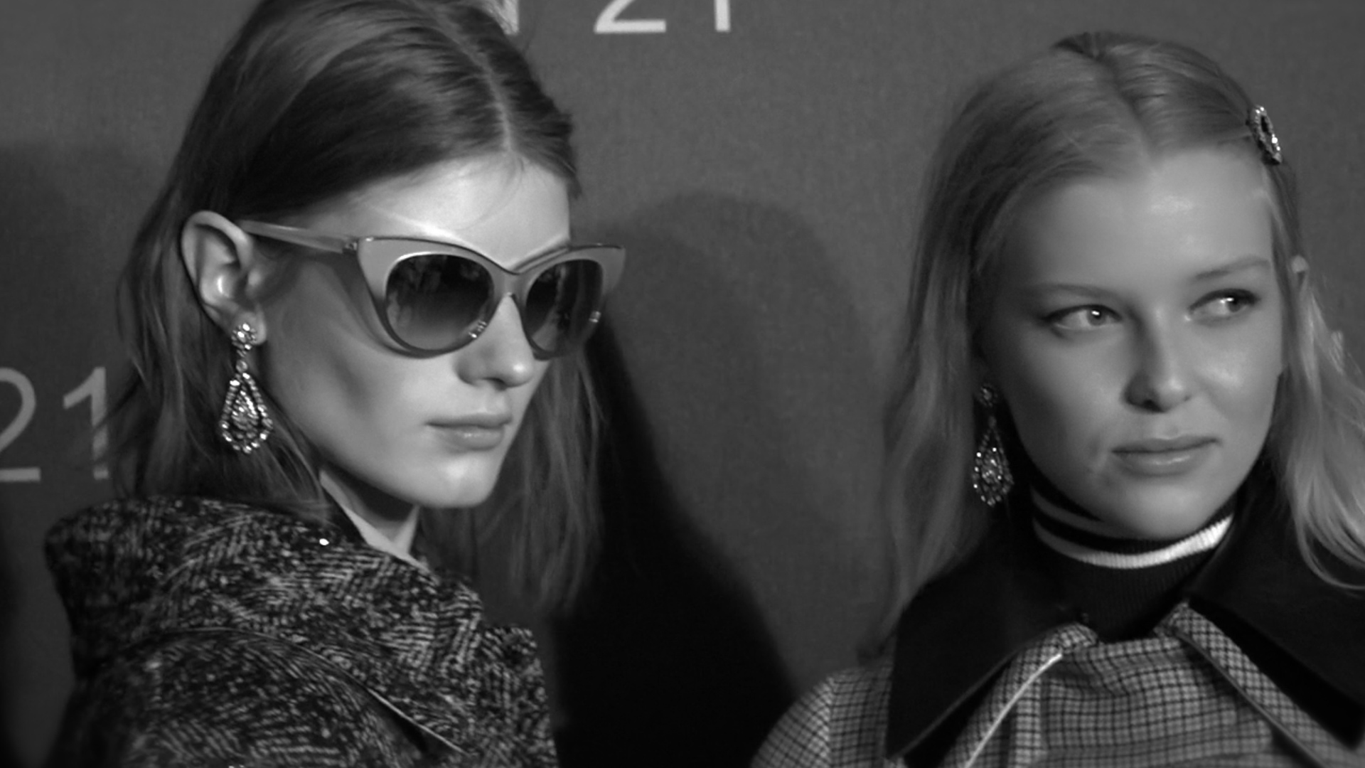 N21 Fall Winter 2017 2018 backstage in 60 seconds.